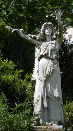 A 19th century CE statue of a female Druid, Potager du Dauphin à Meudon.